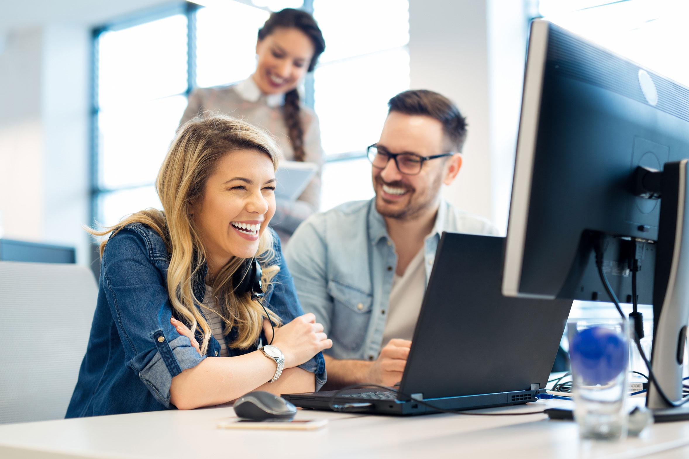 Lehre Bürokaufmann oder Bürokauffrau als Arbeit im Team